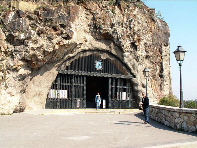 Gallert hill cave